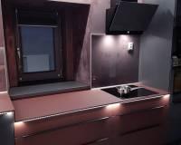 Kuchyně bordová a metalický antracit-003.jpg